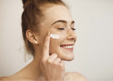 Cosmeceuticals vs Drugstore Skincare: What's the Difference?